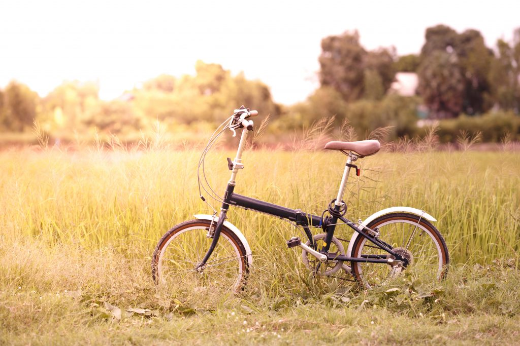 Bicicleta Plegable. Dispone de diversas bisagras en el cuadro que permiten doblarlo para reducir su tamaño y facilitar su transporte.